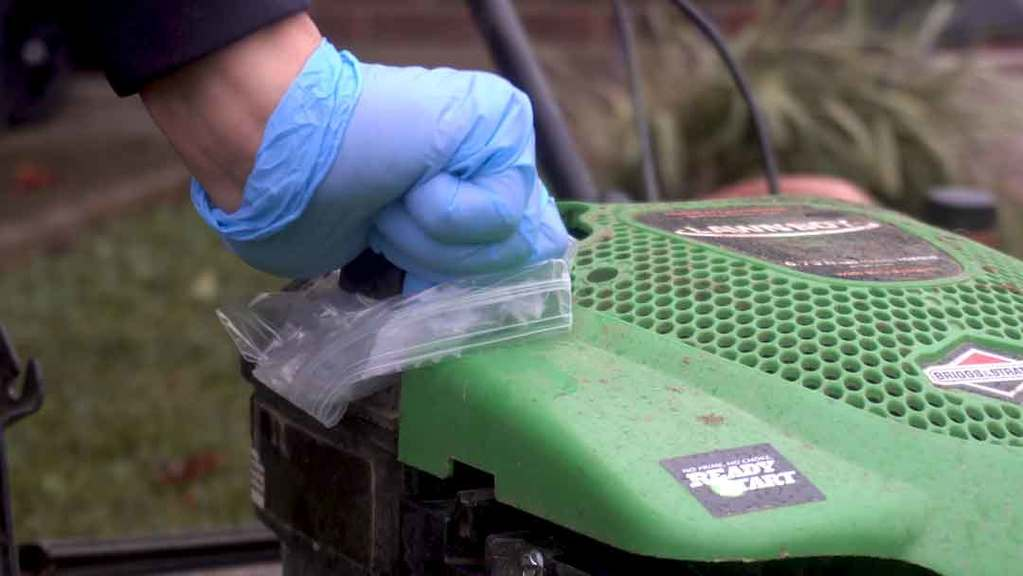 How to change lawn mower oil 1