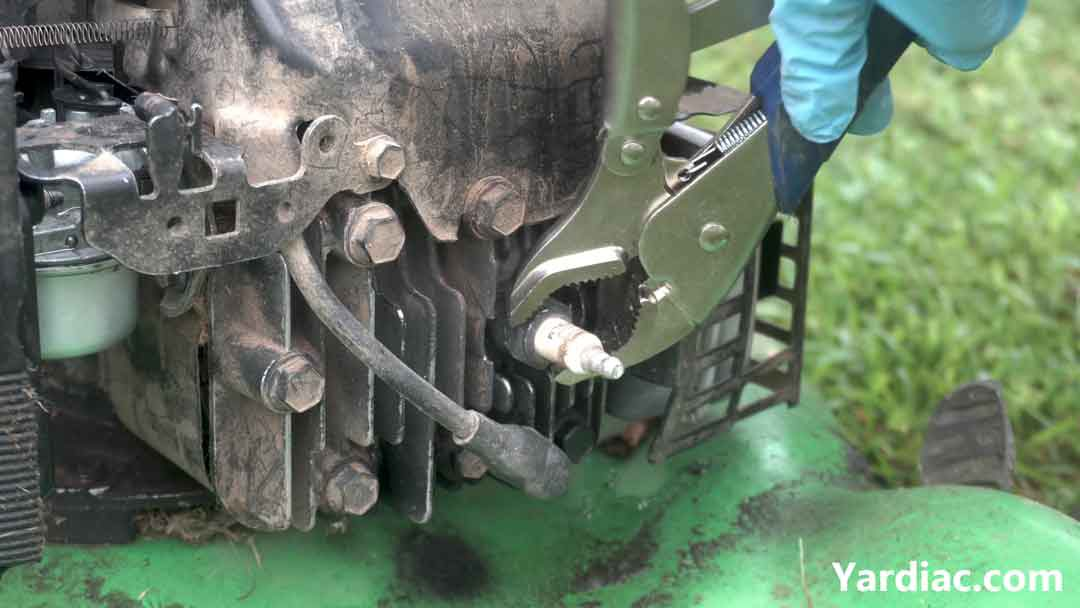 how to change lawn mower spark plug 3